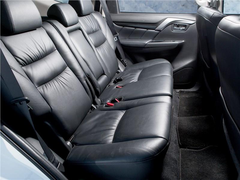 Mitsubishi Pajero Sport 2017 задний диван