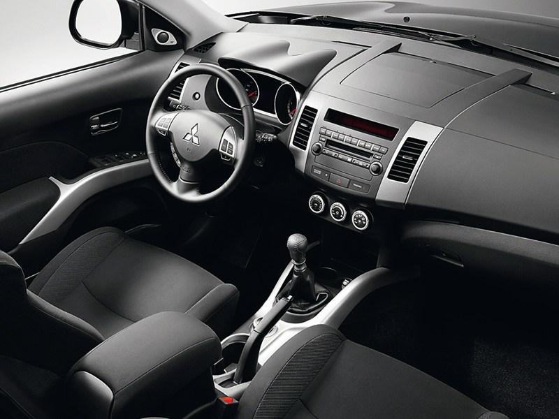 Mitsubishi Outlander XL 2007 водительское место
