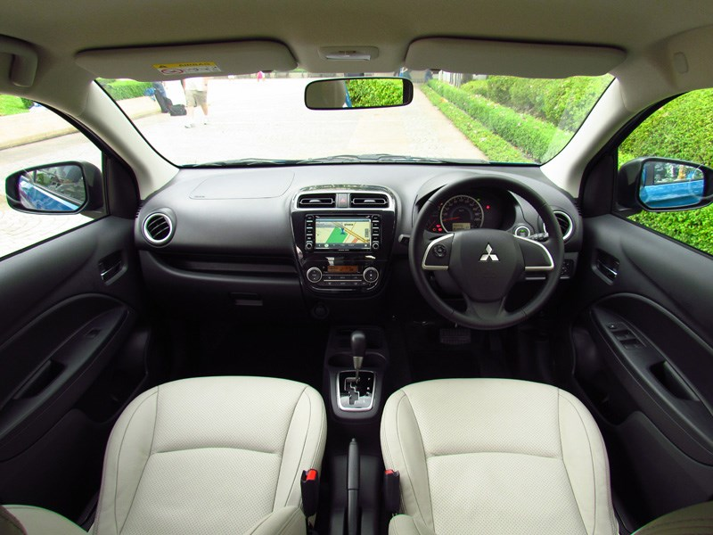 Mitsubishi Attrage 2013 водительское место