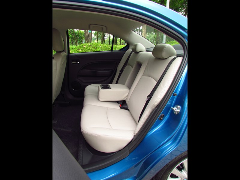Mitsubishi Attrage 2013 задний диван
