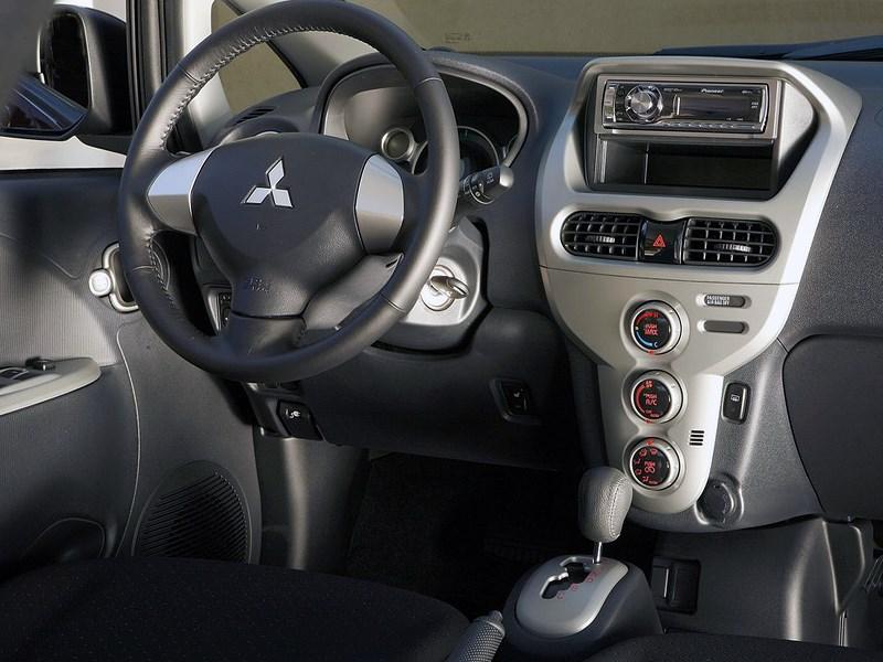 Mitsubishi i-MiEV 2009 место водителя