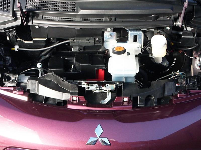 Mitsubishi i-MiEV 2009 подкапотное пространство