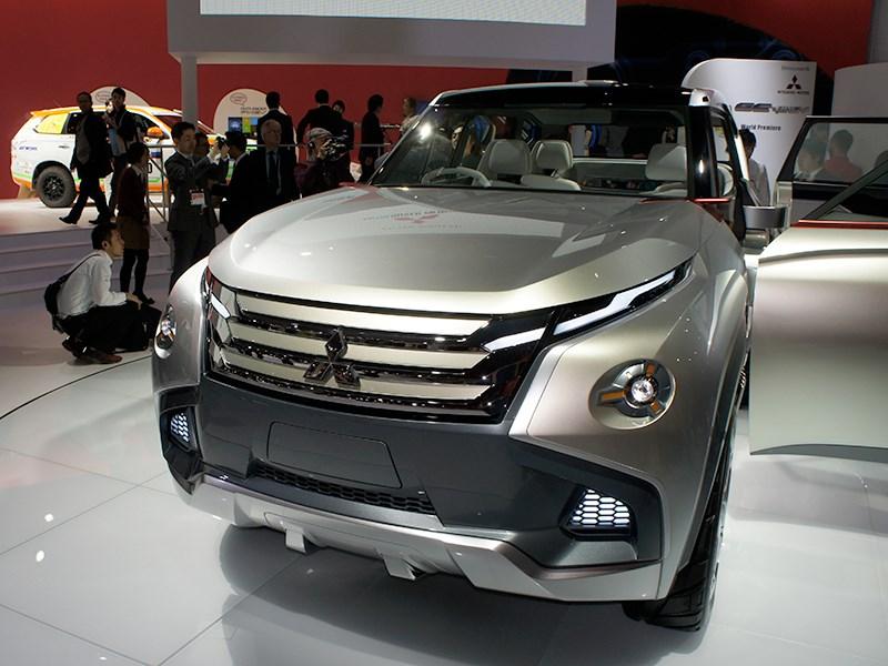 Новый Mitsubishi GC-PHEV - Mitsubishi GC-PHEV concept 2013 вид спереди