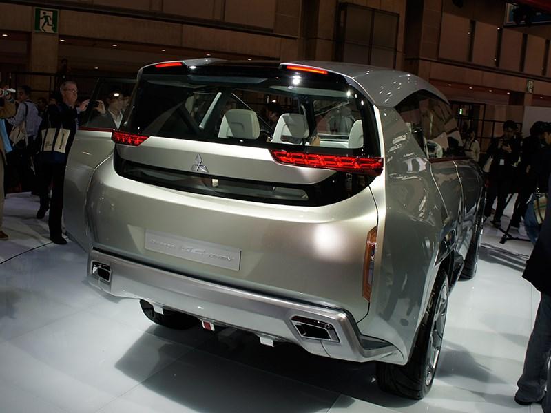 Mitsubishi GC-PHEV concept 2013 вид сзади