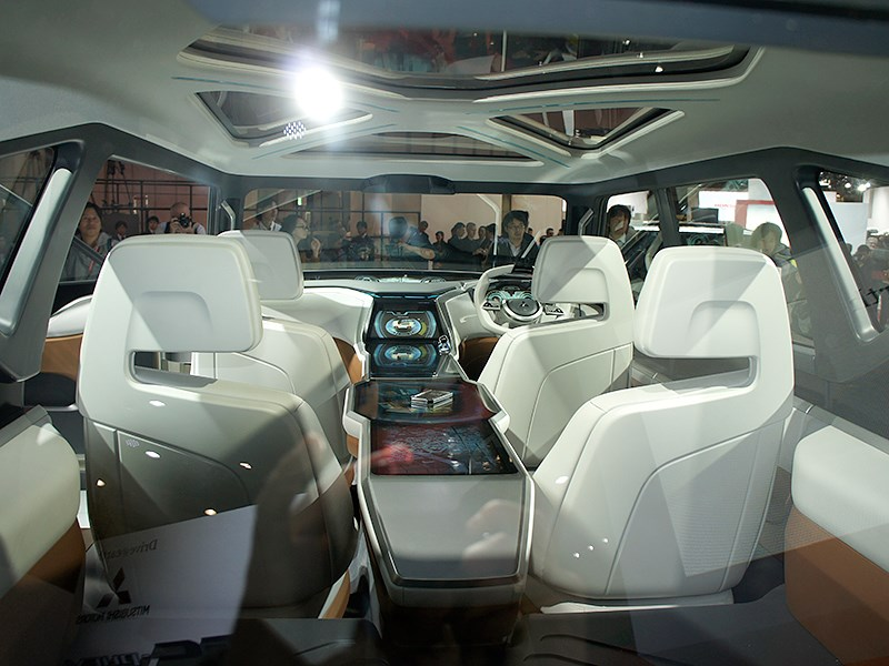 Mitsubishi GC-PHEV concept 2013 салон вид сзади