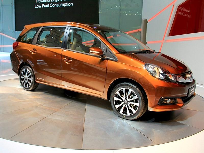 Новый Honda Mobilio - Honda Mobilio концепт 2013 вид спереди