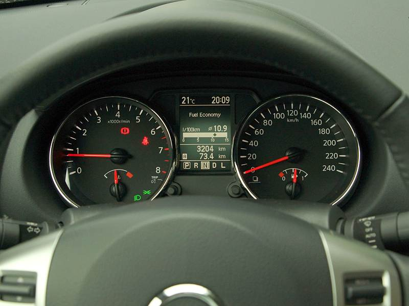 Nissan Qashqai 2010 приборная панель