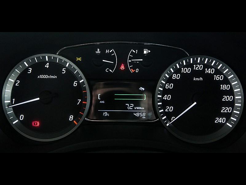 Nissan Sentra 2013 приборная панель