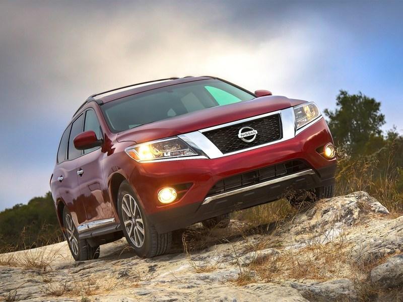 Nissan Pathfinder 2012 вид спереди