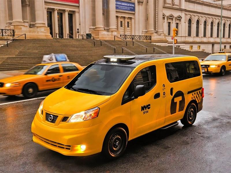 Nissan NV200 Taxi 2014 вид спереди фото 2