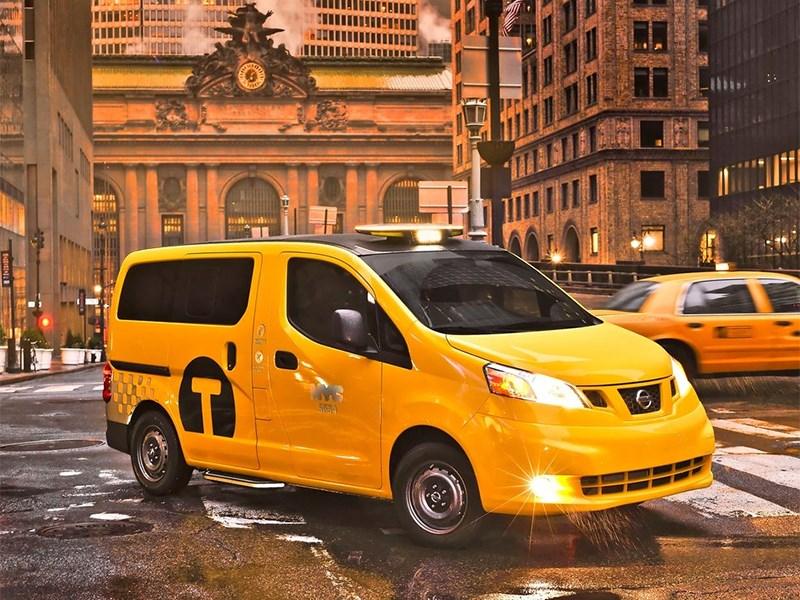 Nissan NV200 Taxi 2014 вид спереди