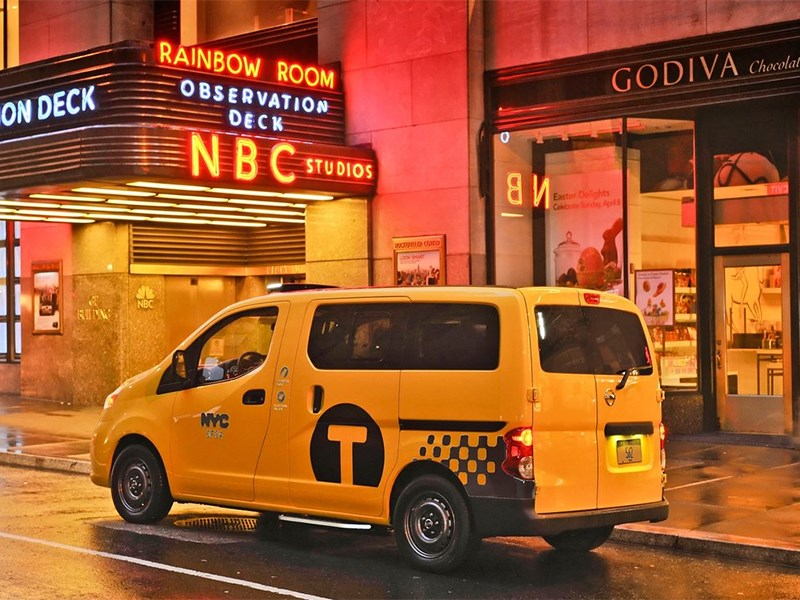 Nissan NV200 Taxi 2014 вид сзади