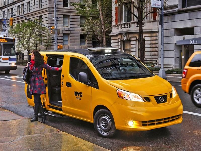 Nissan NV200 Taxi 2014 вид спереди фото 4