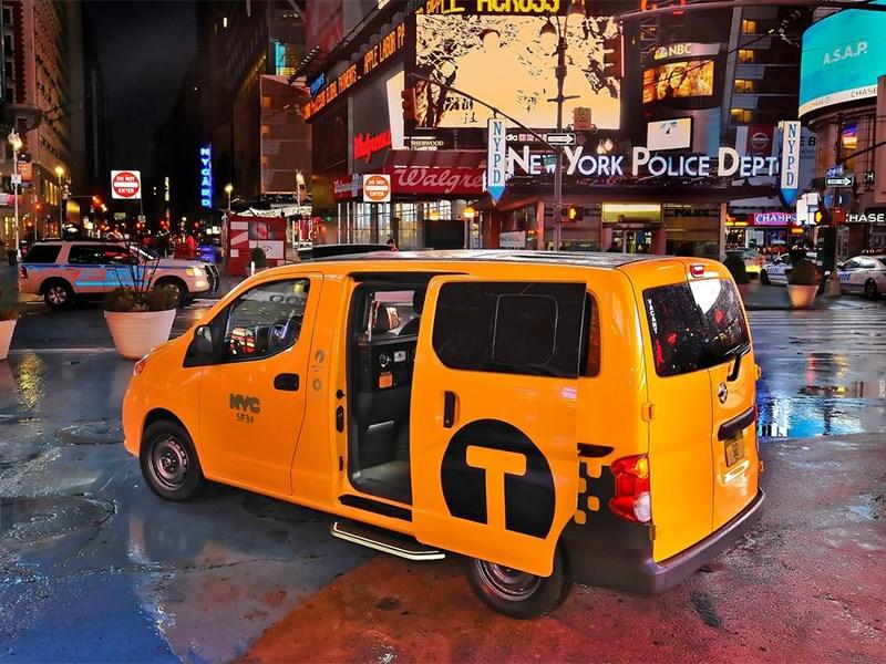 Nissan NV200 Taxi 2014 вид сзади сбоку