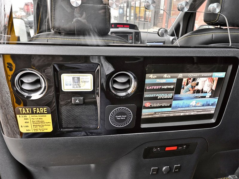 Nissan NV200 Taxi 2014 центральная консоль