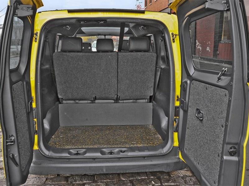 Nissan NV200 Taxi 2014 багажное отделение