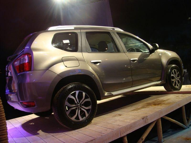 Nissan Terrano 2014 вид сбоку
