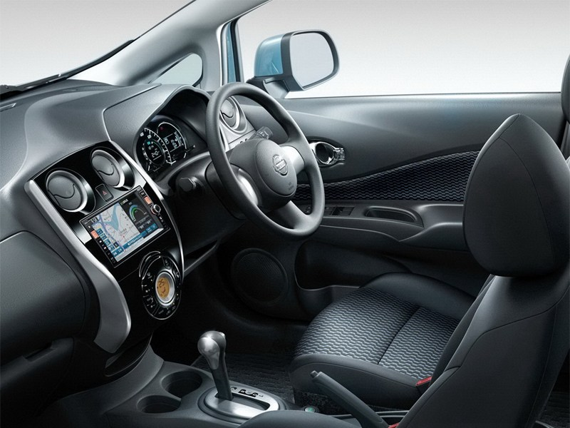 Nissan Note 2013 водительское место