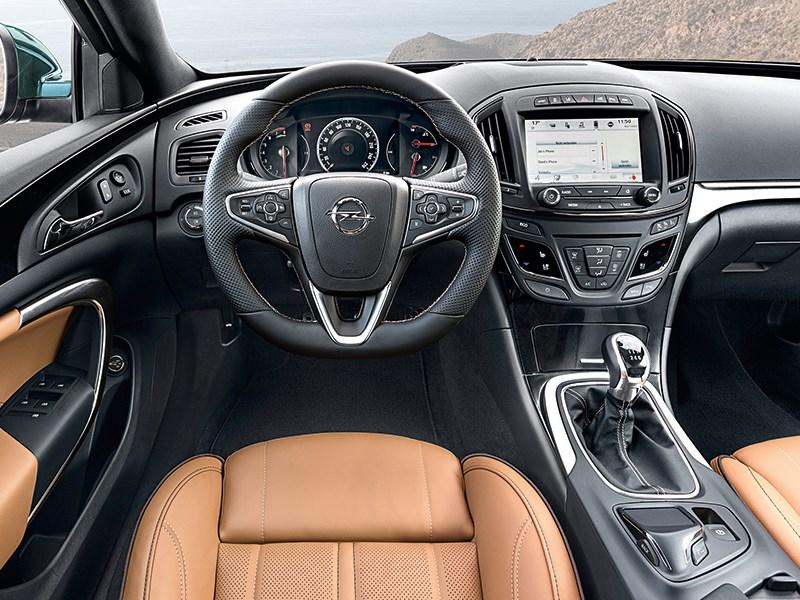 Opel Insignia Country Tourer 2014 водительское место
