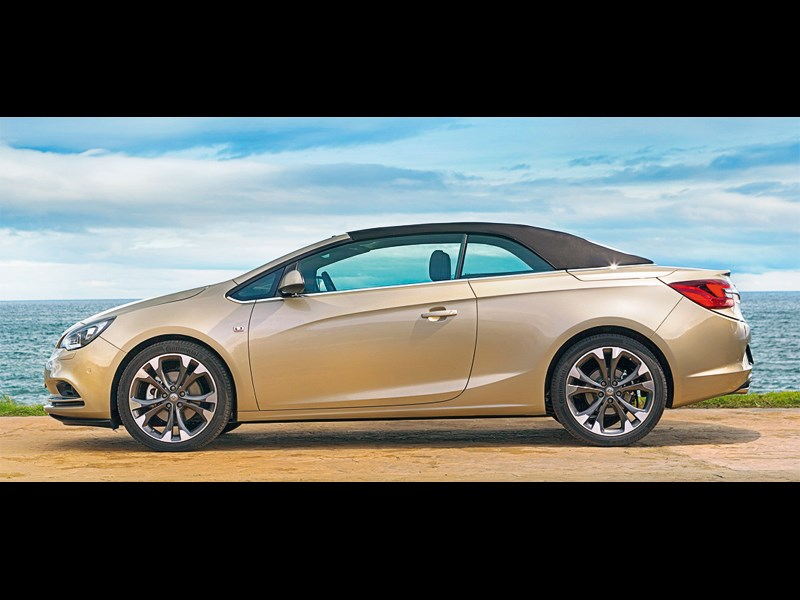 Opel Cascada 2013 вид сбоку