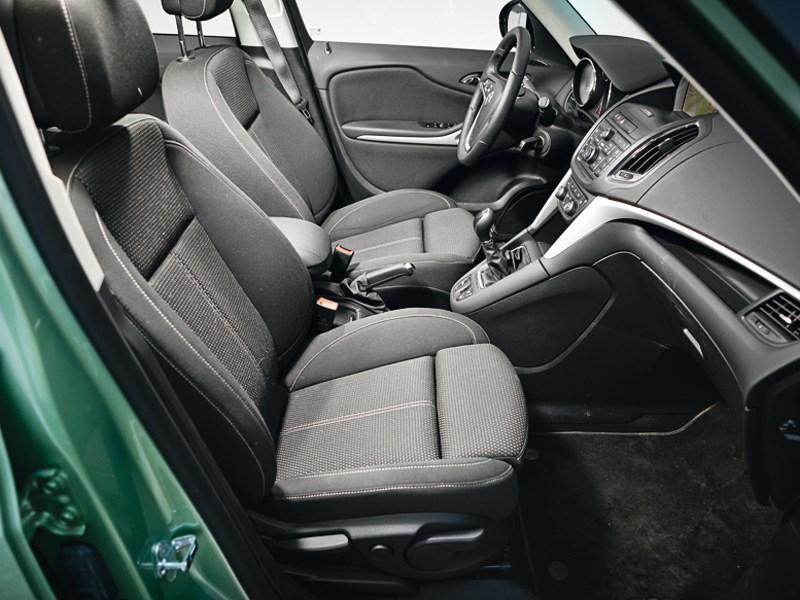 Opel Zafira Tourer 2012 передние кресла