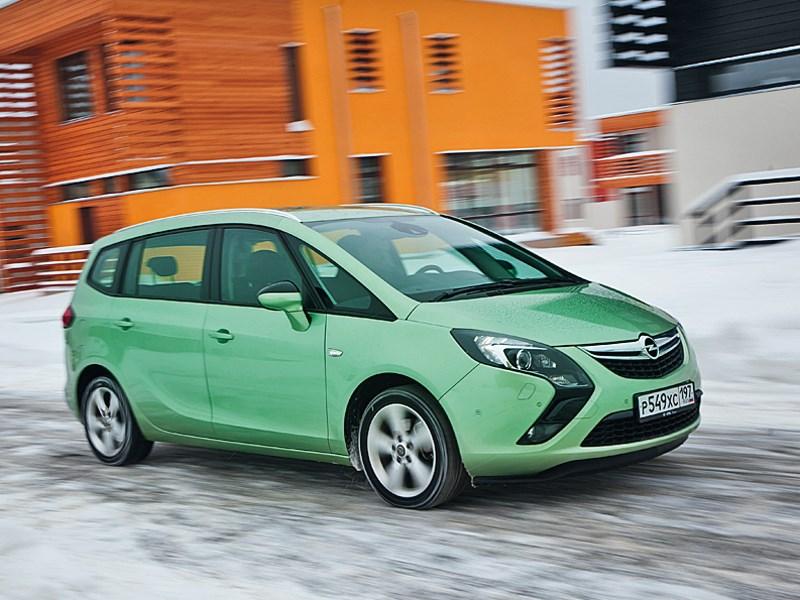 Opel Zafira Tourer 2012 вид спереди
