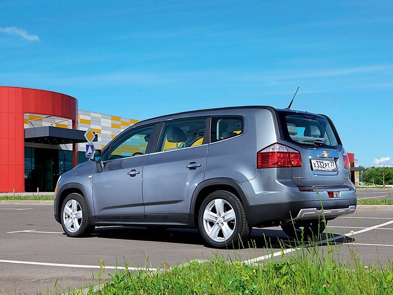 Chevrolet Orlando 2013 вид сзади 3/4