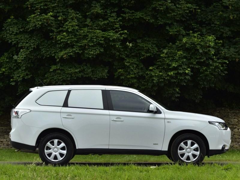 Mitsubishi Outlander Commercial 2013 вид сбоку
