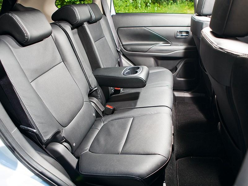 Mitsubishi Outlander 2013 задний диван