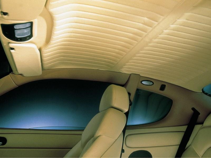 Отделка потолка в салоне Maserati 3200 GT