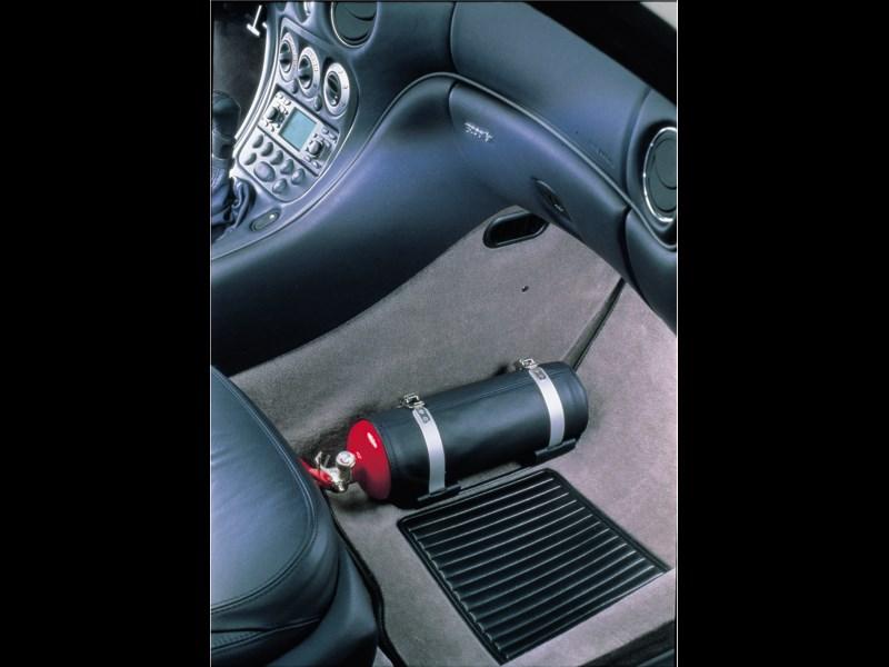 Огнетушитель в Maserati 3200 GT всегда под рукой