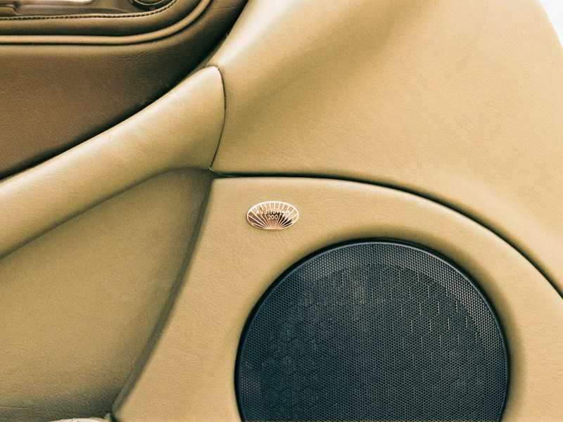 Фирменная аудиосистема Maserati 3200 GT