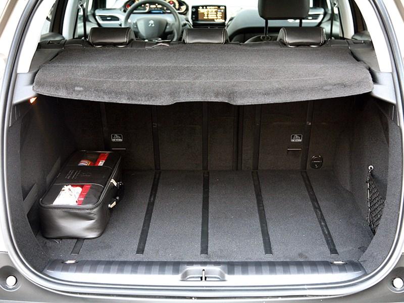 Peugeot 2008 2013 багажное отделение