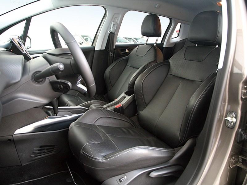 Peugeot 2008 2013 передние кресла