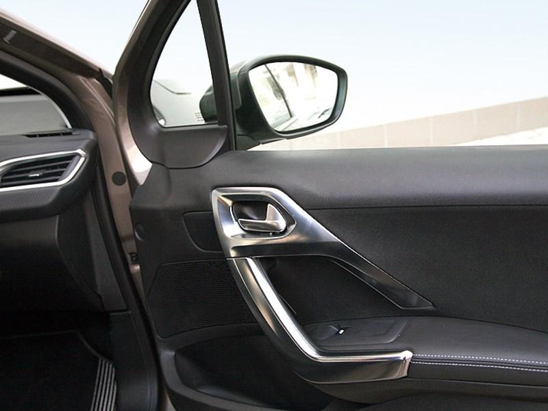 Peugeot 2008 2013 передняя дверь