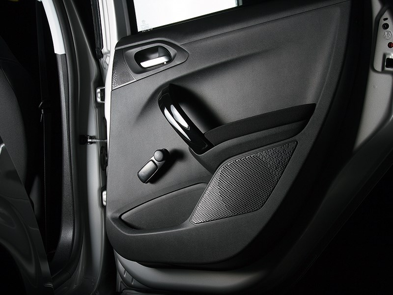 Peugeot 208 2013 дверь