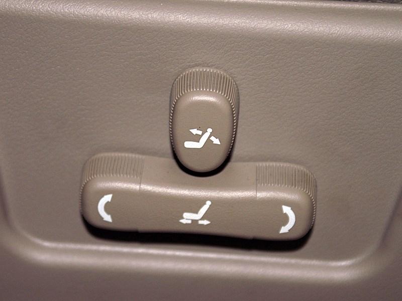 Chery Fora 2006 клавиши электрорегулировки водительского сиденья