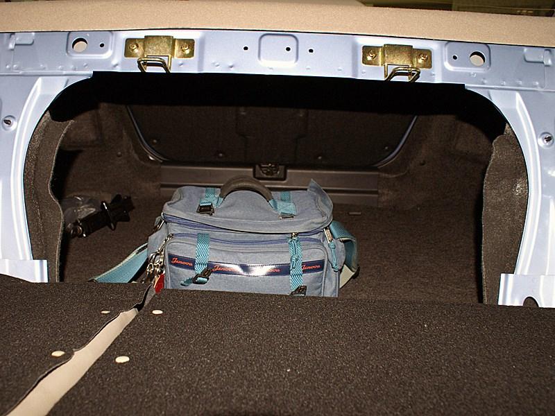 Chery Fora 2006 вид в багажник из салона при сложенной спинке заднего сиденья