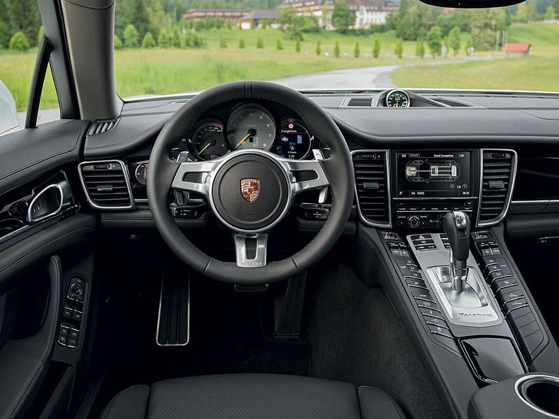 Porsche Panamera S 2014 водительское место