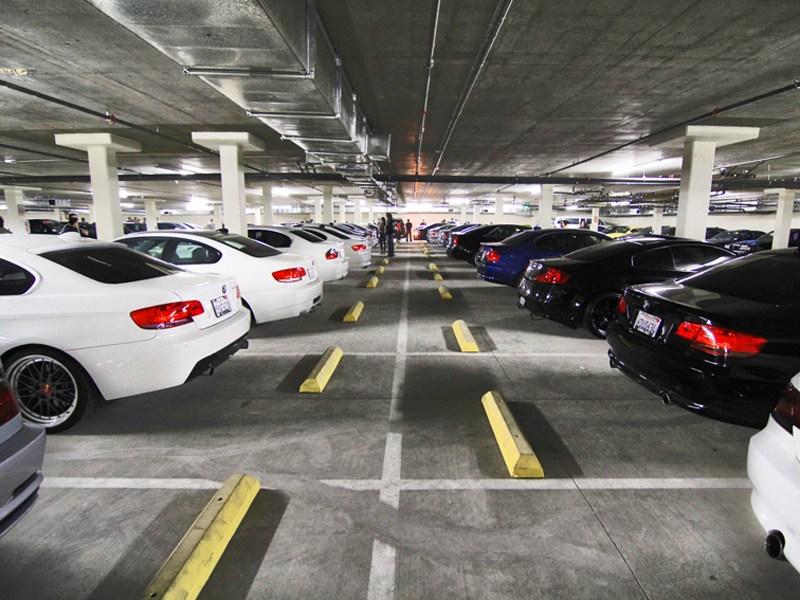 Первые этажи новостроек отдадут под парковки