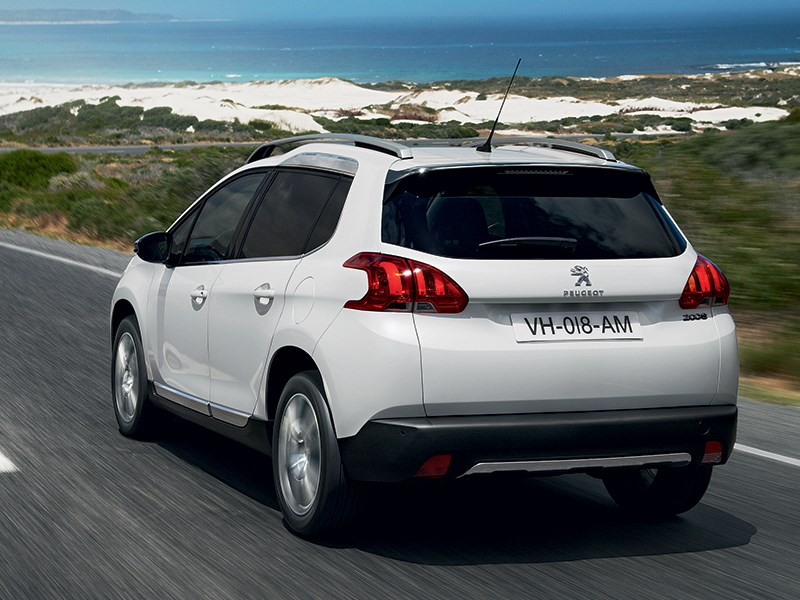 Peugeot 2008 2013 вид сзади