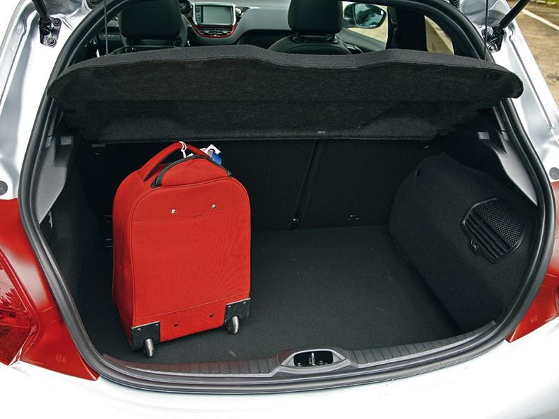Peugeot 208 GTi 2013 багажное отделение
