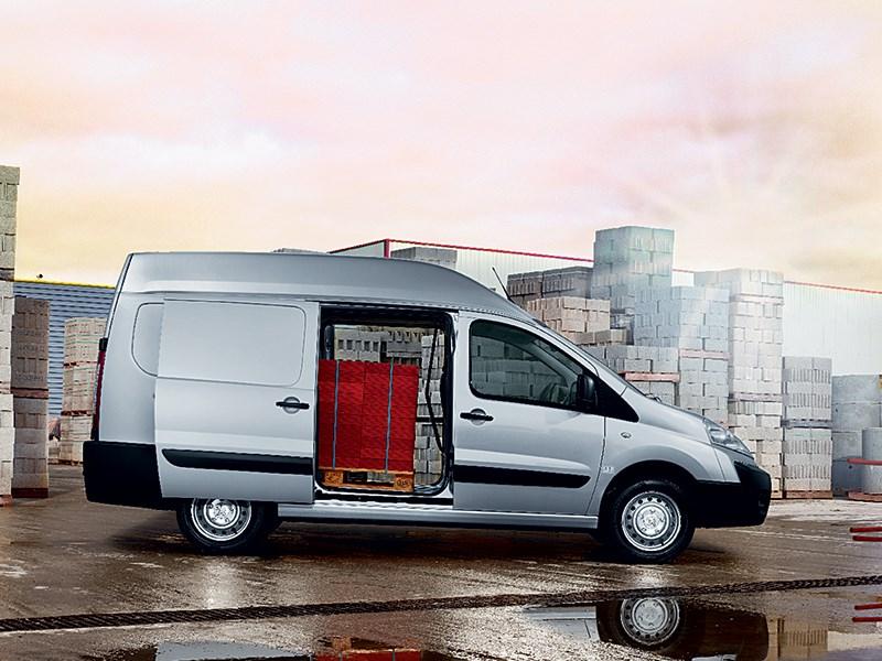 Peugeot Expert L1H1 2013 вид сбоку с открытой дверью