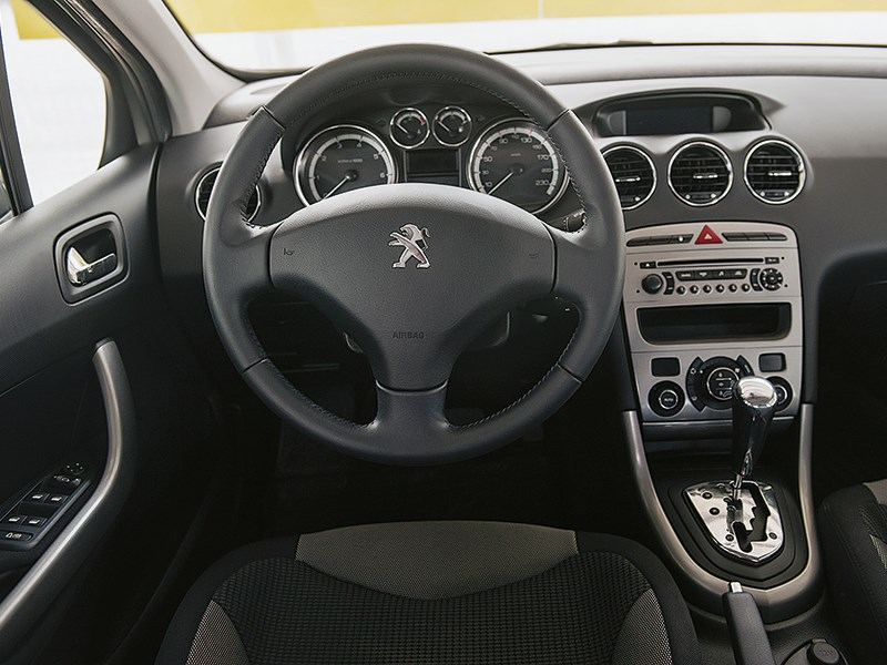 Peugeot 308 2011 водительское место
