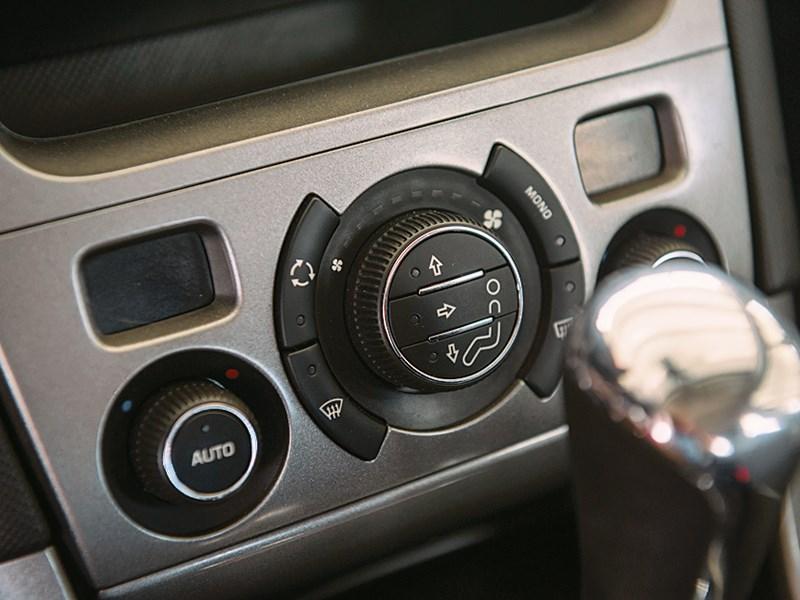 Peugeot 308 2011 климат-контроль