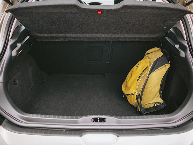 Peugeot 308 2011 багажное отделение