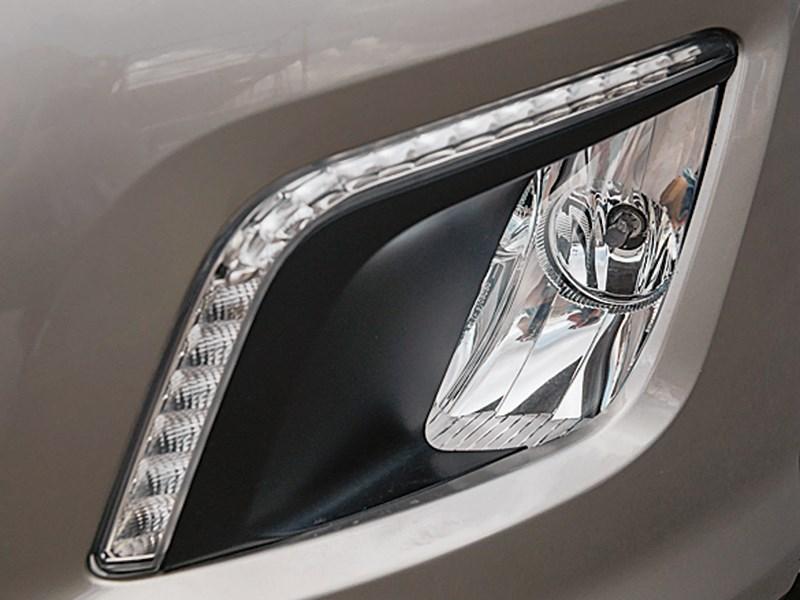 Peugeot 308 2011 передняя фара