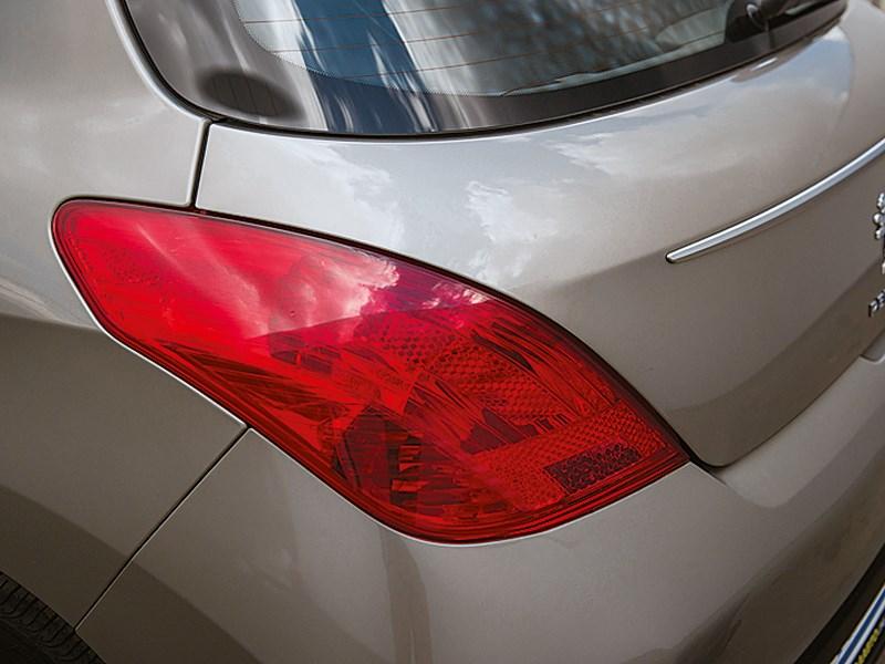 Peugeot 308 2011 задний фонарь