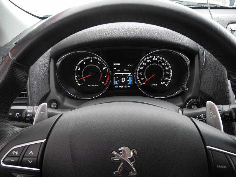 Peugeot 4008 2012 приборная панель