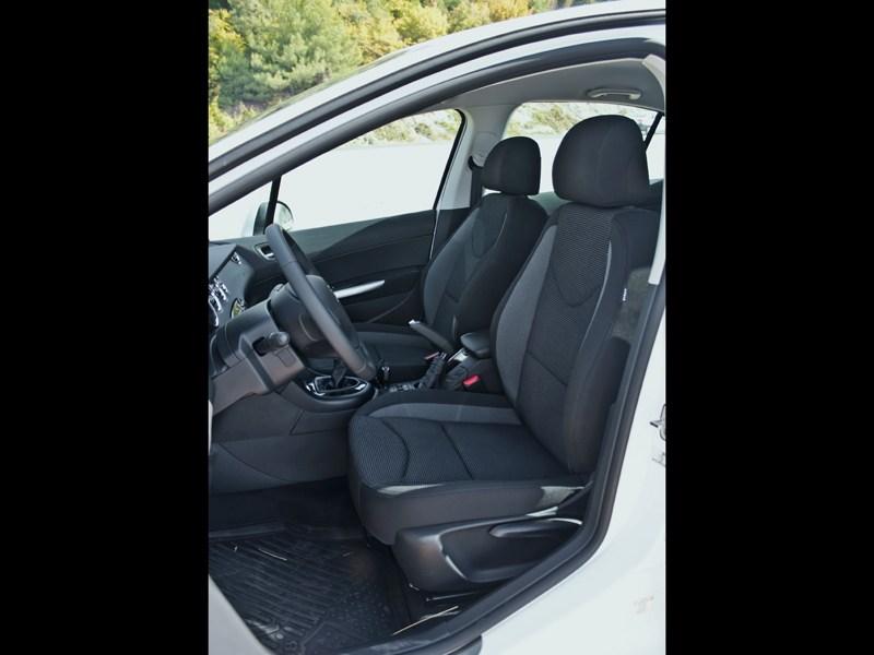 Peugeot 408 2010 передние кресла